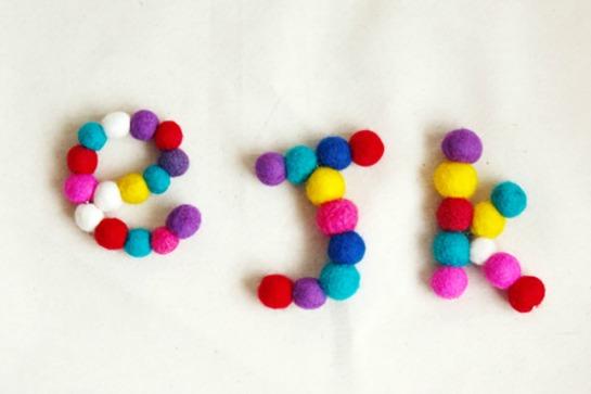 letras hechas con pompones